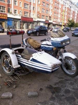 """Китайский клон мотоцикла """"Урал"""", альбом Путешествия"""