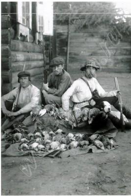 пос. Иннокентьевск - Охотники с добычей. 1910 г. , альбом Люди из нашего прошлого